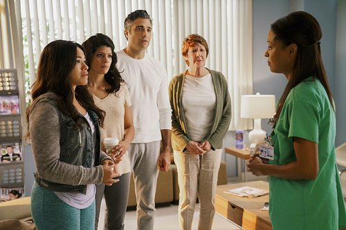 Gina Rodriguez as Jane, Andrea Navedo as Xo, Jaime Camil as Rogelio and Ivonne Coll as Alba in the Season 3 premiere of 'Jane the Virgin'