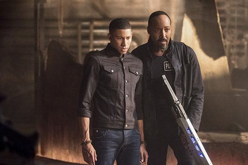 Keiynan Lonsdale as Wally West and Jesse L. Martin as Joe West in 'The Flash' Season 3, Episode 6 -- 'Shade'