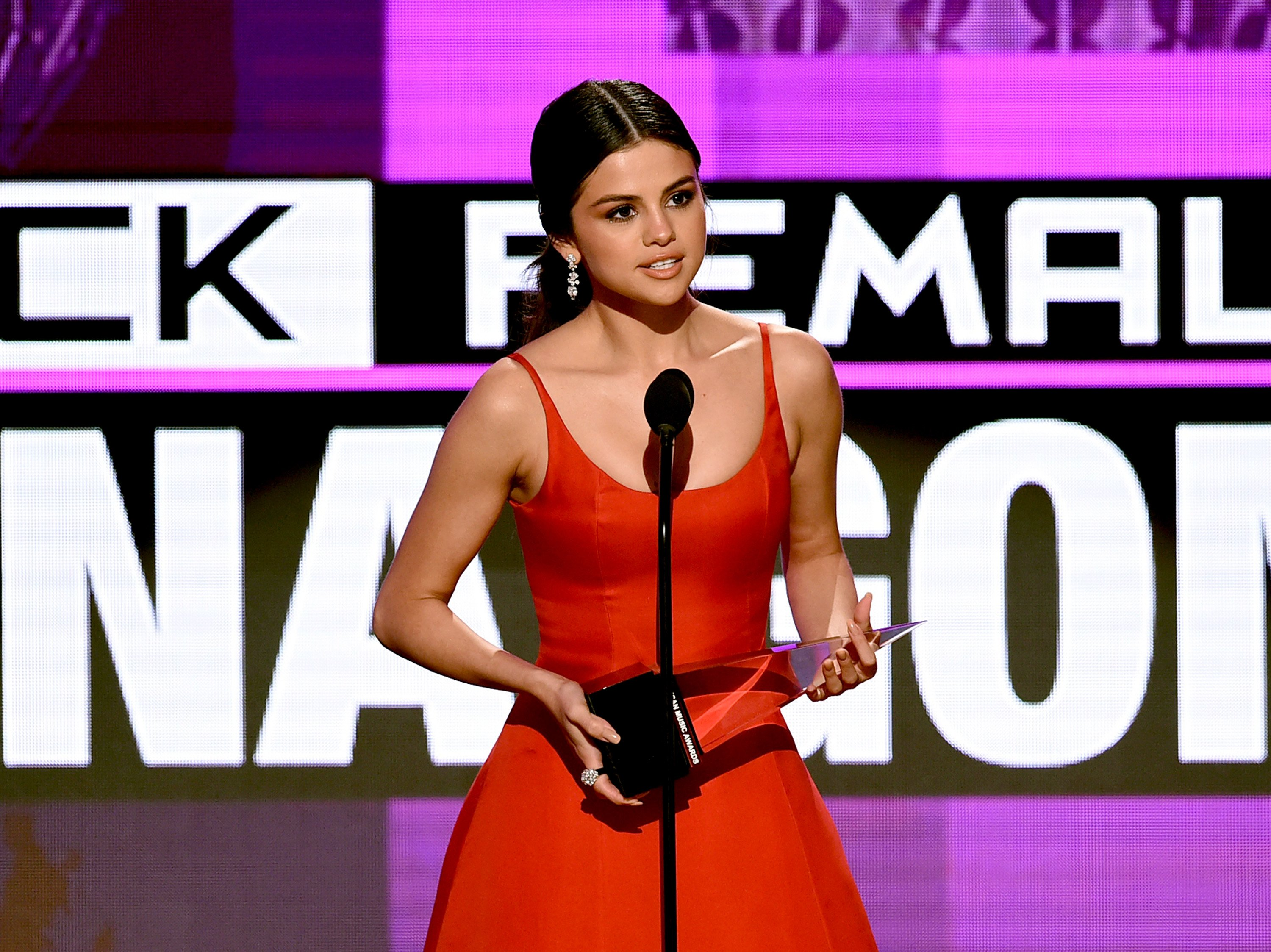 Selena Gomez accepts Favorite Pop/Rock Female Artist onstage during the 2016 American Music Awards at Microsoft Theater on November 20, 2016 in Los Angeles