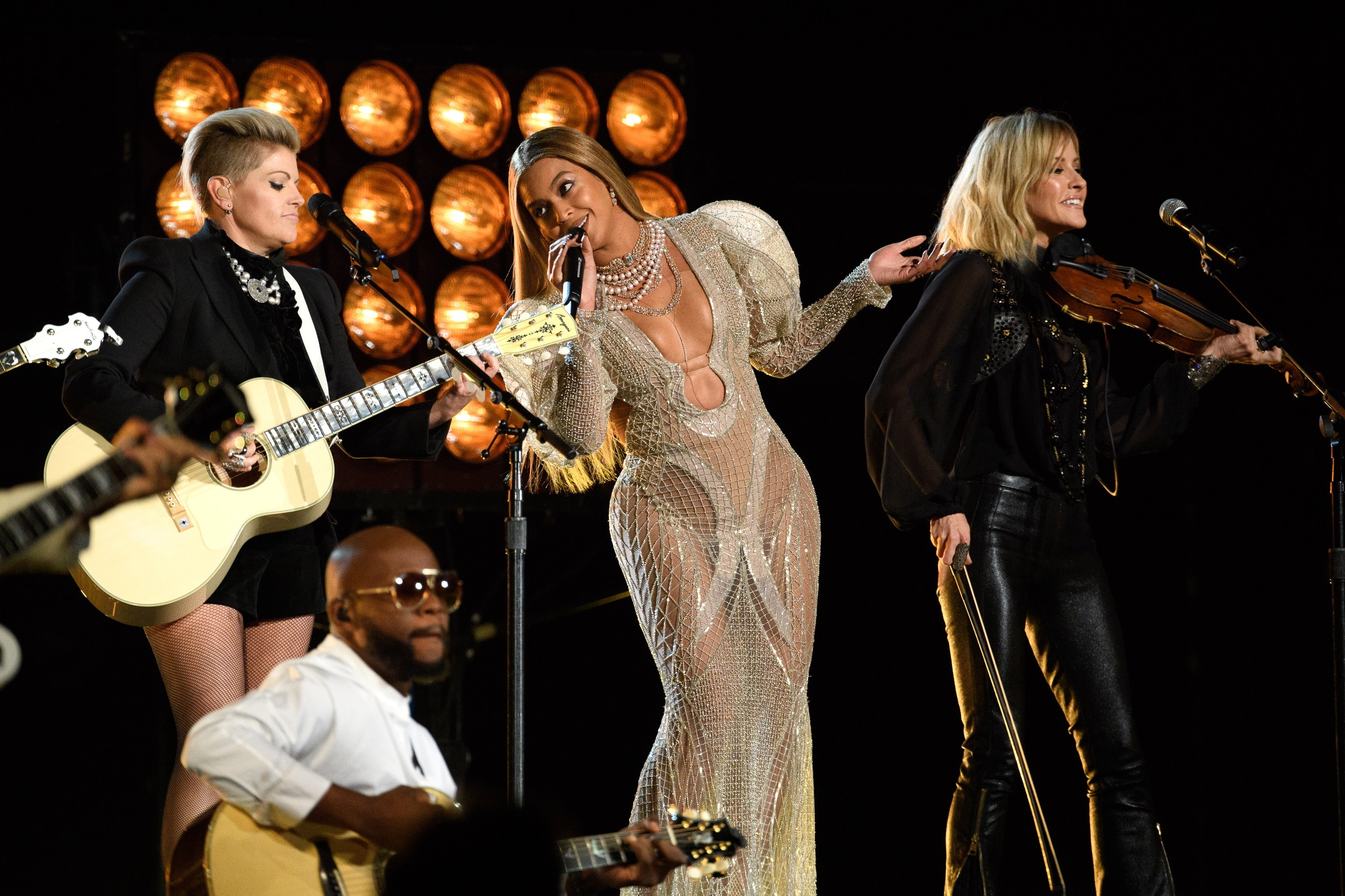 Beyonce performs with the Dixie Chicks at CMA AwardsNov 2, 2016