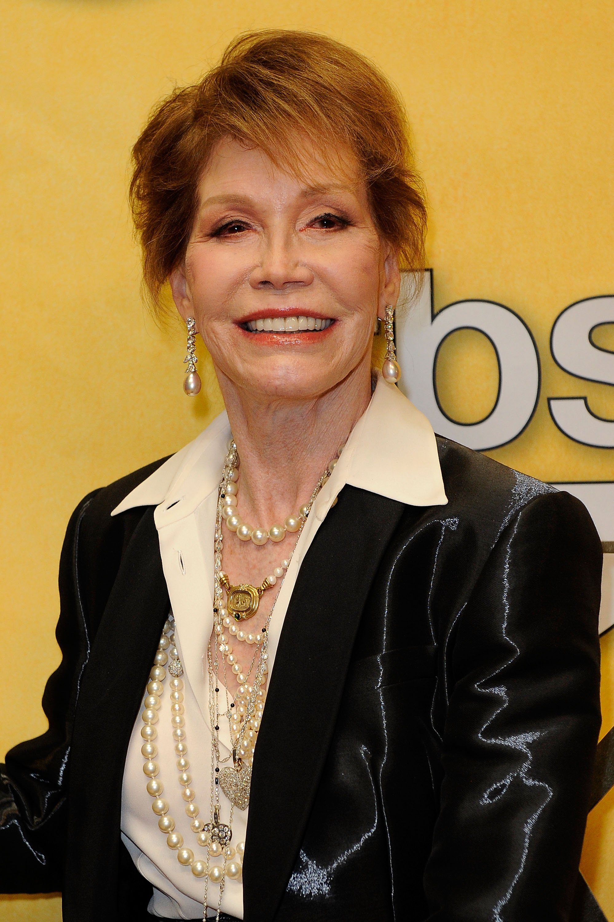 Mary Tyler Moore poses with her Life Achievement Award from the Screen Actors Guild backstage at the 18th Annual Screen Actors Guild Awards at The Shrine Auditorium on January 29, 2012 in Los Angele
