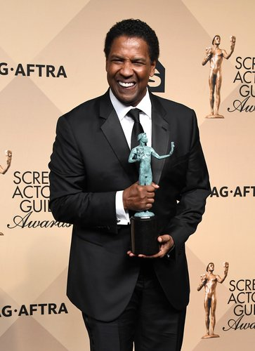 Denzel Washington, winner of the Outstanding Performance by a Male Actor in a Leading Role award for 'Fences,' poses in the press room during The 23rd Annual Screen Actors Guild Awards at The Shrine Auditorium on January 29, 2017 in Los Angeles