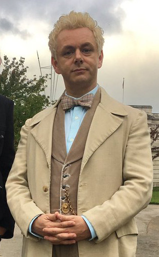 And GOOD LORD, LOOK AT MICHAEL SHEEN. I know he's supposed to be a slightly uptight angel, but he's kinda got a early Time Lord thing going on, doesn't he?