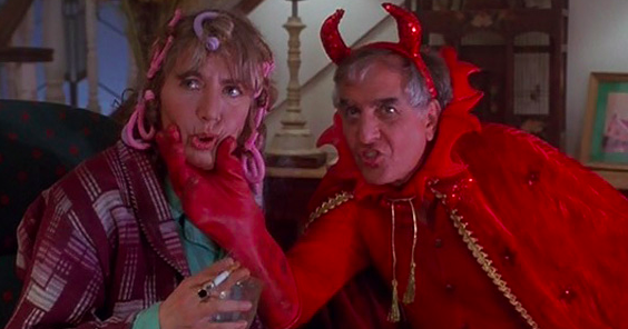 Penny and Garry Marshall play husband and wife in Hocus Pocus, but they're IRL brother and sister.